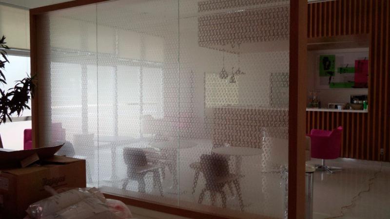Adesivo jateado para vidro preço